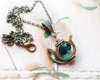 FREE SHIPPING! Kitsch tea pot necklace with a green Swarovski crystal pearl, vintage style brass, Alice in Wonderland, Selma Dreams