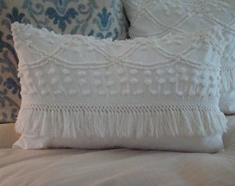 "Off White Wedding Ring And Scallop Tufted Chenille Pillow Cover With Fringe for 16"" x 24"" Pillow Insert"