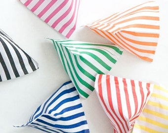 8 x paper party bags, gloss bags, striped candy bag, party favors, circus theme, candy buffet, gift bag, cake boxes, striped table, birthday