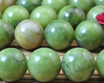 31 pcs of Natural Green Jade smooth round beads in 12mm