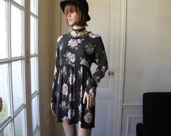 Roses dress grunge doll mini dress 90s vintage faded black romantic flowers floral pattern long sleeves empire waist free waist - Size S