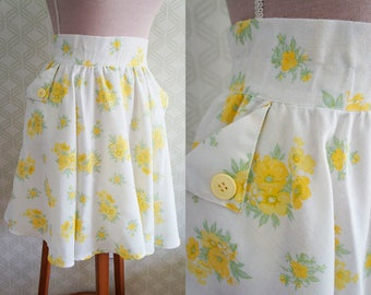 Flared Vintage Mini Skirt. Late 60s vintage small size floral print skirt.