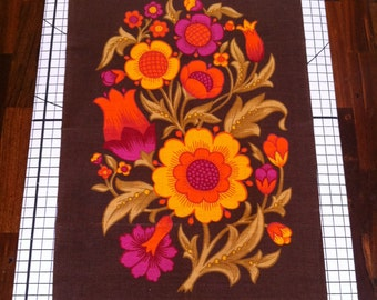 Vintage FLOWER POWER Irish Dunmoy linen tea towel