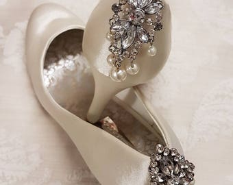 Diamante and pearl shoe clips.