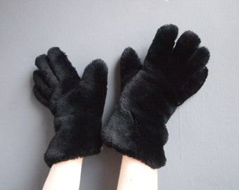 Black fur gloves - vintage fur gloves - sheepskin gloves - gauntlet gloves - leather gloves - winter gloves - bear paw gloves - 60s