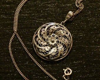Vintage 835 Silver Filigree Disc Pendant Necklace