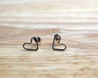Heart Wire Stud Earrings