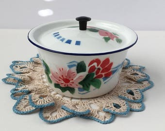 Vintage Enamelware Dish with Lid, red white and blue floral, 14cm