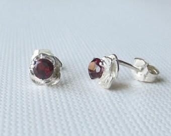 USA Malaya Garnet Genuine Natural Round Stud Earrings set in Sterling Silver  Stunning! (ES150)