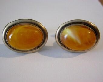 WOOLNO vintage orange swirl cabochon oval cuff links, gold tone