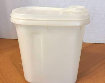 Tupperware 1 Qt. Beverage Container