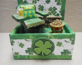 Miniature roombox - St. Patrick's Day with a pot of gold