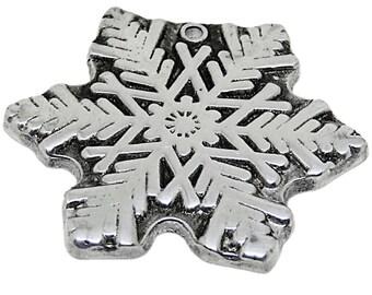 Festive Snow Flake Christmas Decor    Wilton Armetale Christmas Ornaments    Snow Flake Tree Trimming    Vintage Gift Ideas