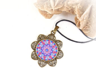 Gift idea for a birthday or expectant mothers: necklace blue and red mandala for get inner calm and energy.