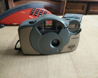 Vintage  POLAROID 900 af camera with flash