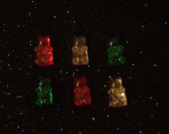 6 Tiny gummy bear magnets.