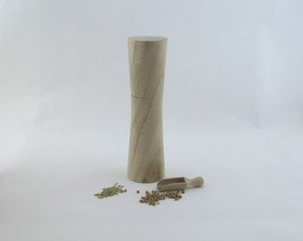 Spices and pepper mill in Negundo maple, Élegant style with rod mecanisme / 8 1/2 in article no: 551