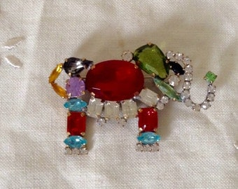 Lovely  vintage  multicoloured  rhinestone  elephant brooch