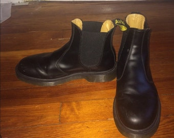 chelsea dr martens mens size 9us or womens 11 us