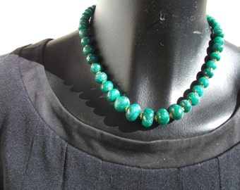 Choker necklace with emeralds faceted crescendo.