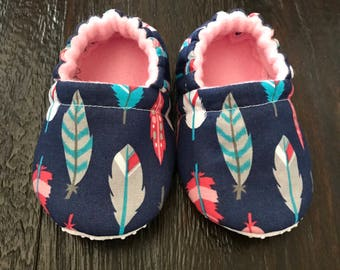Feather print booties // Feather print crib shoes