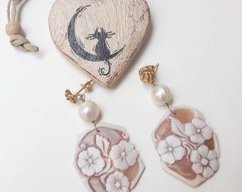 Cameo flowers earrings