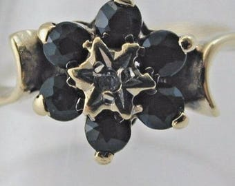 Sapphire flower cluster 9ct gold ring size S 1.6g Vintage 1970's