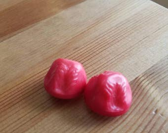 Vintage Chunky red bakelite buttons. Lot of 2. (Mar9)