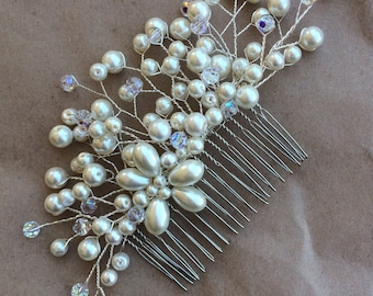 Pearl and crystal hair comb.