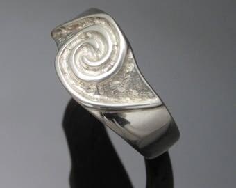 Celtic Newgrange ring - Handcrafted in Ireland | unique design - Free worldwide shipping
