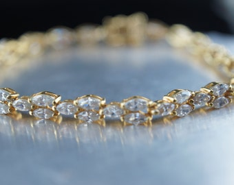 Vintage Art Deco bracelet  gold tone cz rhinestones tennis  7  2/4 '' v015