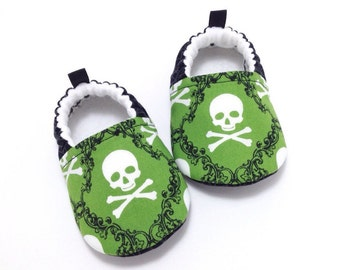 Skulls Baby Shoes, Soft Sole Baby Shoes, Baby Booties, Baby Shower Gift, Halloween Baby Shoes, Toddler slippers, Halloween