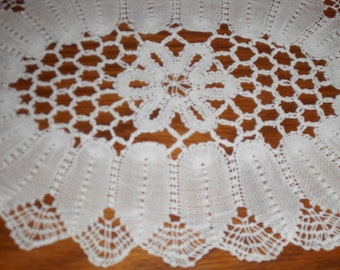 Set of 6 pieces of white doilies,french