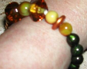 Green and Yellow  Stretch Bracelet, Glass Beaded Stretch Bracelet, Gold Spacer Beads, Army Green Bracelet, Women's Fashion Jewelry