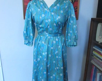 Vintage handmade 1940s/50s-style blue & purple faux wrap dress with tie belt, all-over daisy pattern
