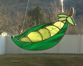 Stained glass pea pod suncatcher, stain glass peapod ornament, peas in a pod, glass pea pod, vegetable decoration