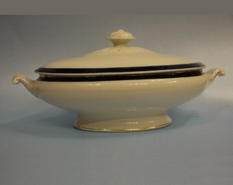 Vintage Lidded Serving dish ----------------------- Ideal for the New Year get-togetherX