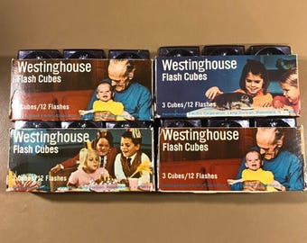 Vintage Flash Cubes / Westinghouse / New Old Stock / Bundle of 4 packs of 3 Bulbs