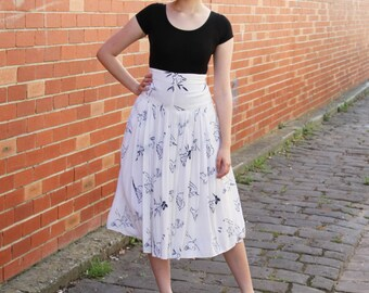 Vintage 1950s Silk Novelty Print Ballerina Skirt / White Silk Skirt / Blue Seaside Floral Print / S