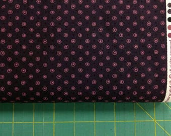 Purple egg fabric. Bubbles dots dot quilters quilting cotton perfect basic Stof 1583