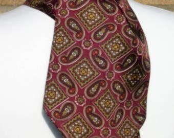 """1960's """"A Favourite"""" Burgundy and Green Patterned Cravat"""