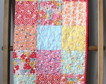 Traditional Baby Quilt- 1930s baby quilt- Vintage Style Quilt- Vintage Nursery- Granny Chic Nursery- Homemade Baby Quilt-Reproduction Quilt