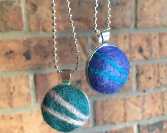 Needle felted necklace, needle felted pendant, wool pendant, felt jewelry, silver tray necklace, mom gift, sister gift.