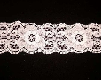 Vintage white scallop edge flower lace
