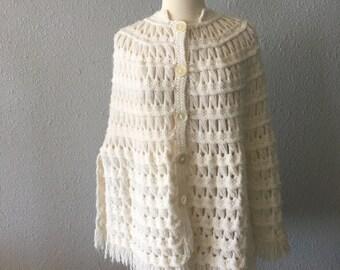 1970's Hand Knit Vintage Cream Fringed Shawl