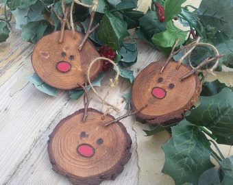 how to make a christmas reindeer from logs