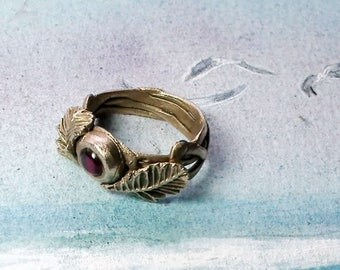 Delicate hand shaped  vegetal style  goldy bronze ring, with leaves and intertwined stems and  a red round lab-corundum cabochon.