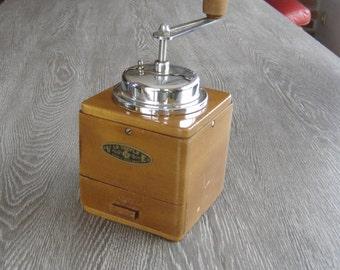 Moulin à café VE Le Trêfle. Old coffee grinder. Wood and iron. Vintage. France