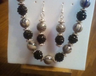 Glass beads necklace and earring set