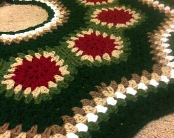 Christmas Tree Skirt / Vintage colors skirt / Hand made crochet tree skirt